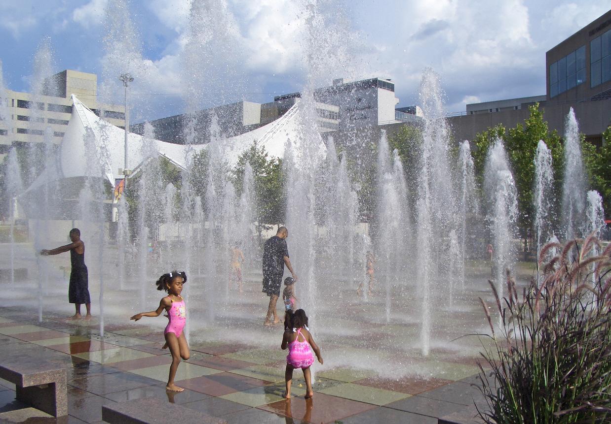 Crown_Center_Square_Fountain_Kansas_City_MO